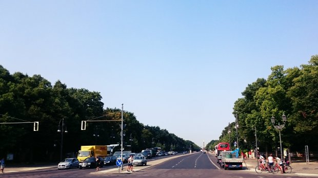 view of Strasse des 17.Juni from Brandenburger Tor