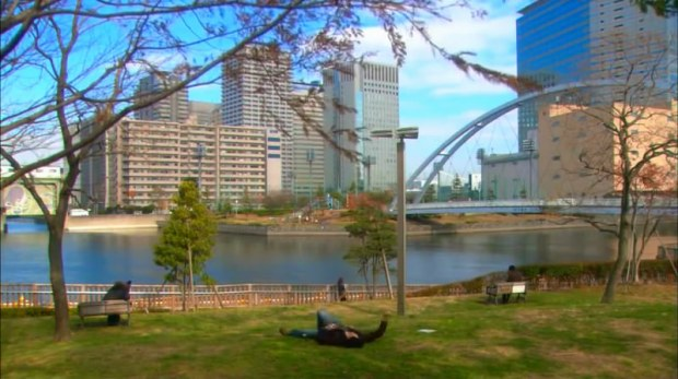 One of Lucky Seven's first scenes where Shuntaro-kun laid on Shinagawa-Higashi Park thinking about his jobless life ;)