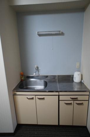 Dapur yang seadanya, tapi ada pemanas air sangat membantu